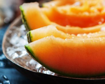 Fresh melon with ice on the wooden table, zelen portal